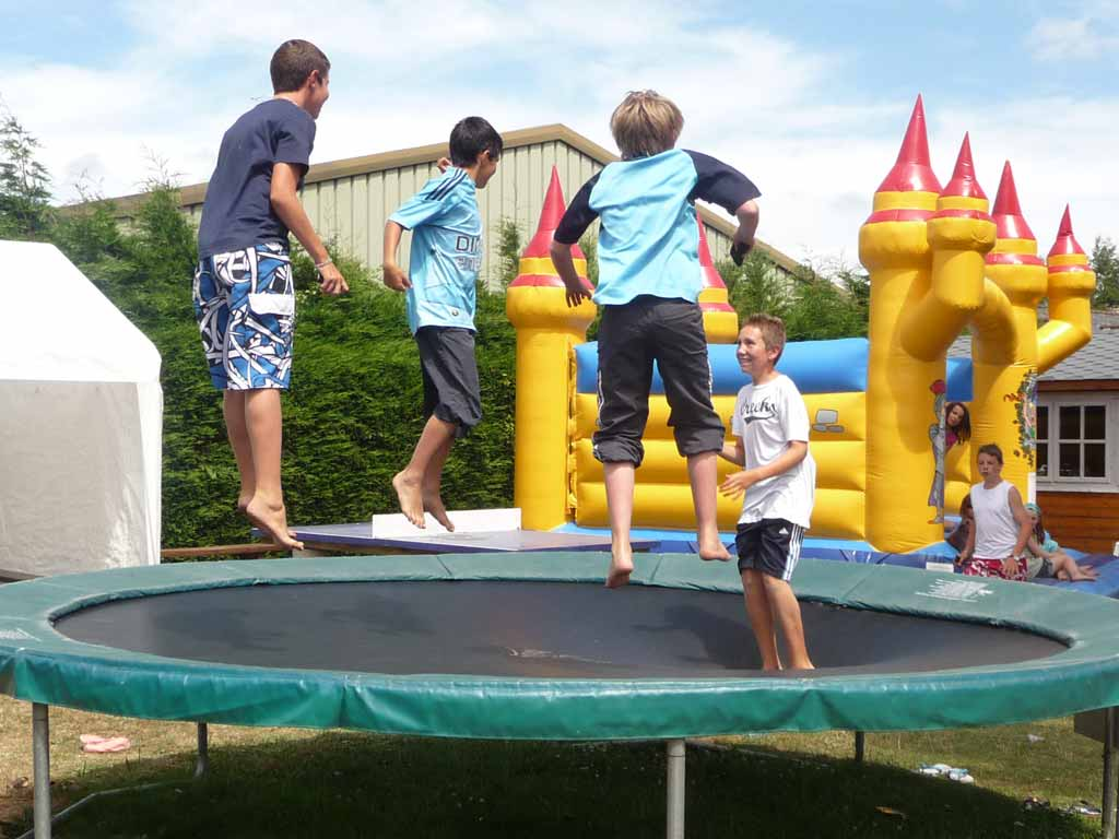 trampoline camping finistere sud